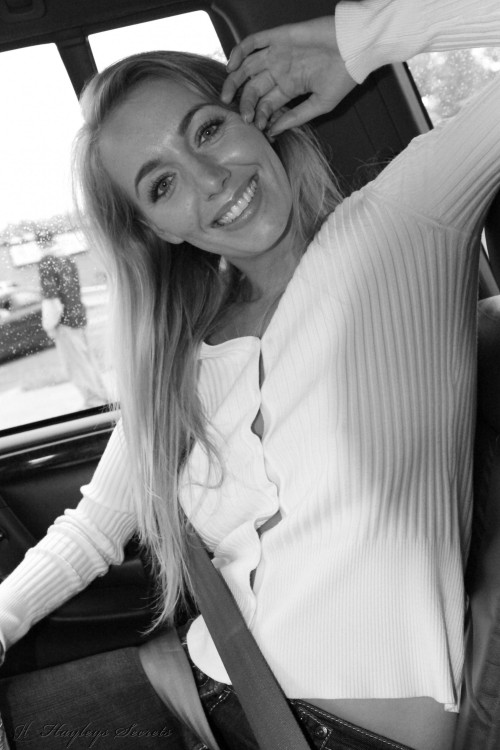 hayley marie coppin - back seat PICTURE 1